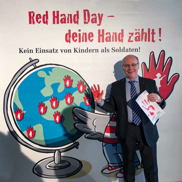 20kw10_RedHandDay01